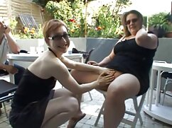 Giovane Brunetta sexy e film hard di belen rodriguez striscia bikini micro blu stuzzicare su webcam